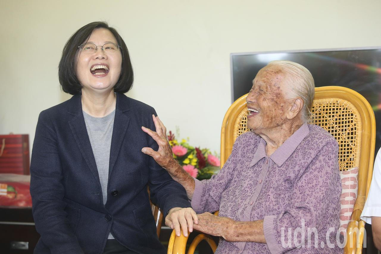 蔡英文總統(左)。報系資料照/記者黃仲裕攝