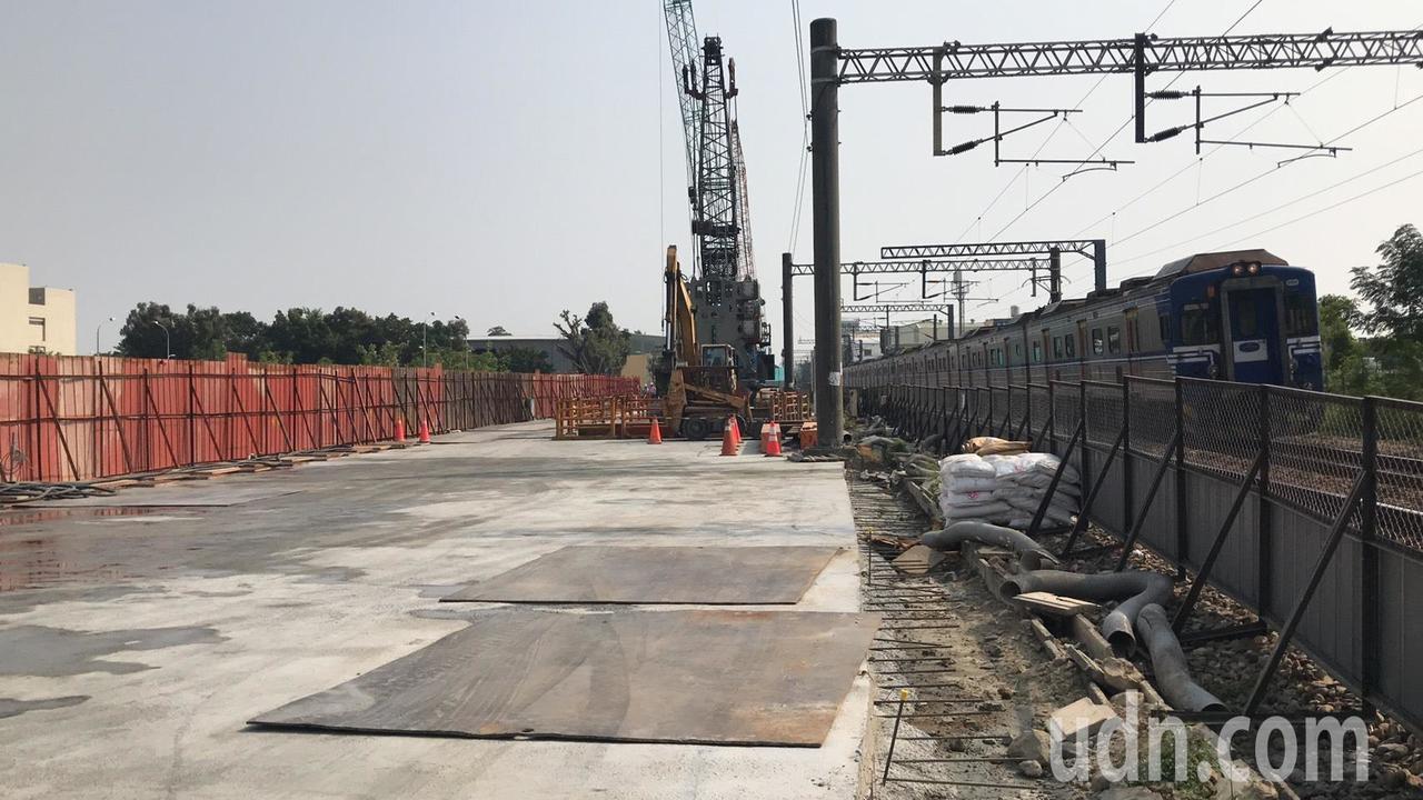 台南鐵路地下化在現有鐵軌東側,以明挖覆蓋方式施做永久軌方案,仁德段連續壁施作工程...