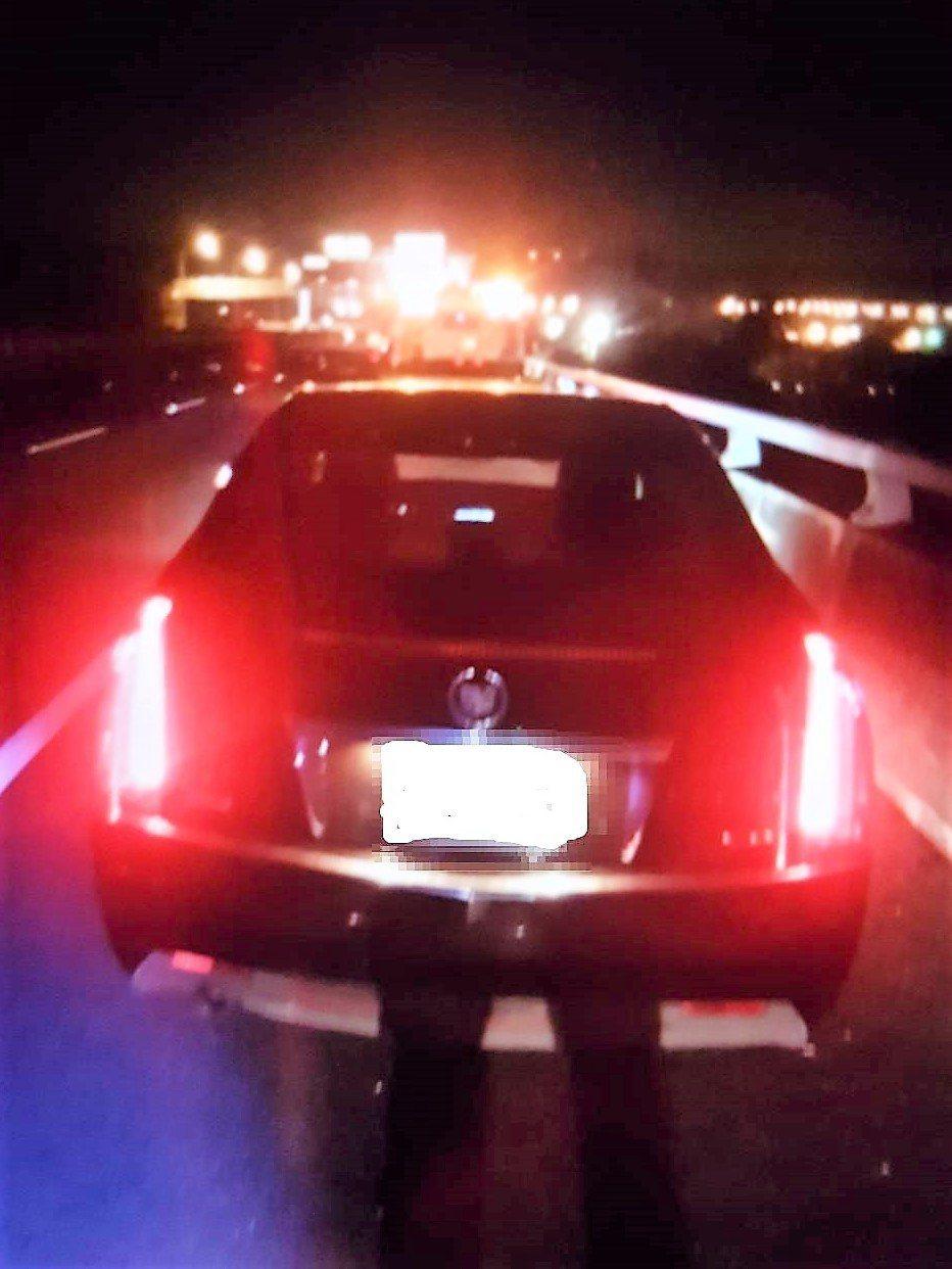 蔡姓男子今凌晨把車停在國道一號大肚橋路肩,並從約3、4層樓高的橋上跳下。圖/台中...