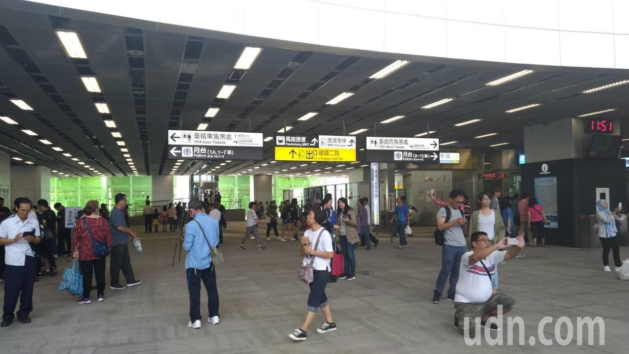 高雄市區鐵路地下化今天通車,高雄新火車站也於今天正式啟用。記者蔡孟妤/攝影
