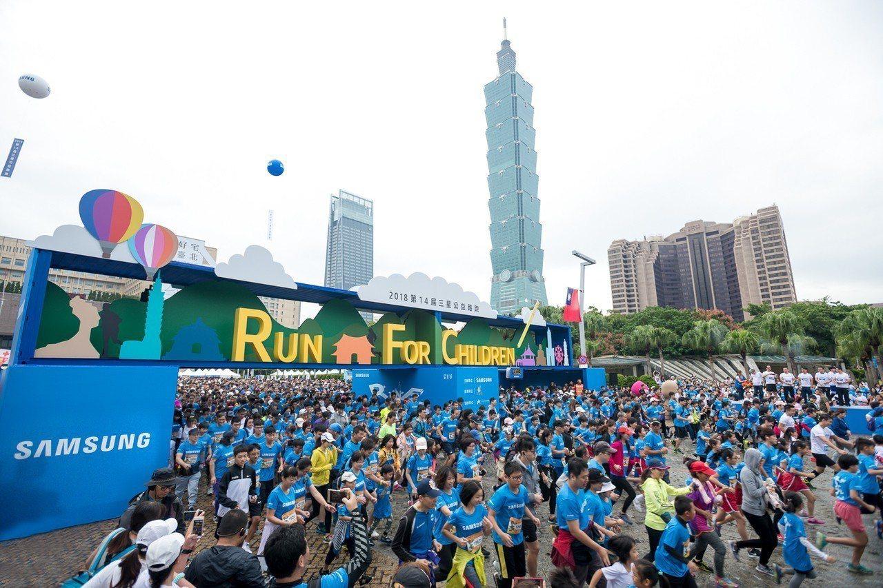 2018第14屆三星公益路跑今日開跑,現場2萬名跑者熱情響應。圖/台灣三星提供
