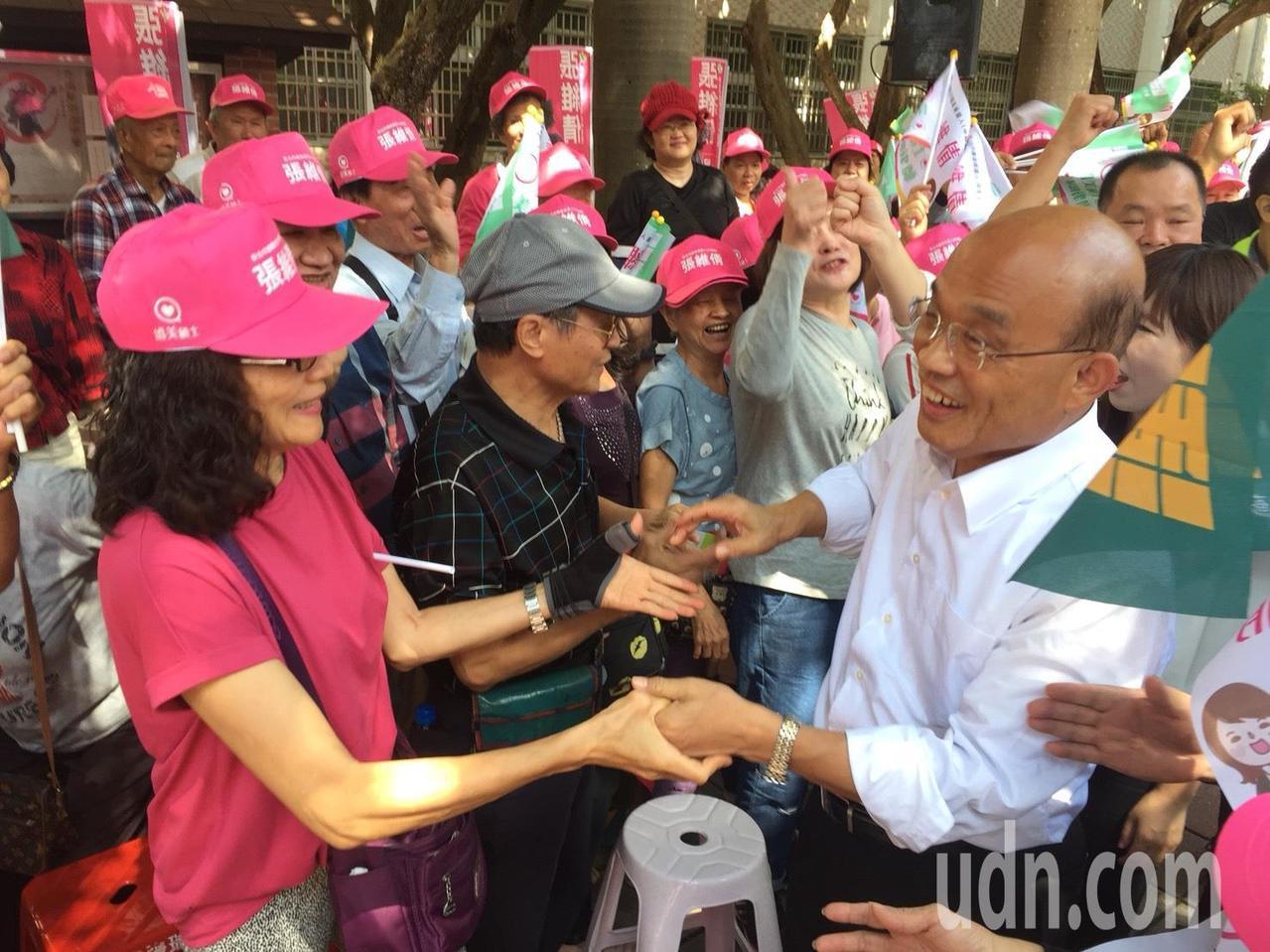 蘇貞昌今出席市議員參選人張維倩競選總部成立大會,受到支持者熱情歡迎。記者張曼蘋/...