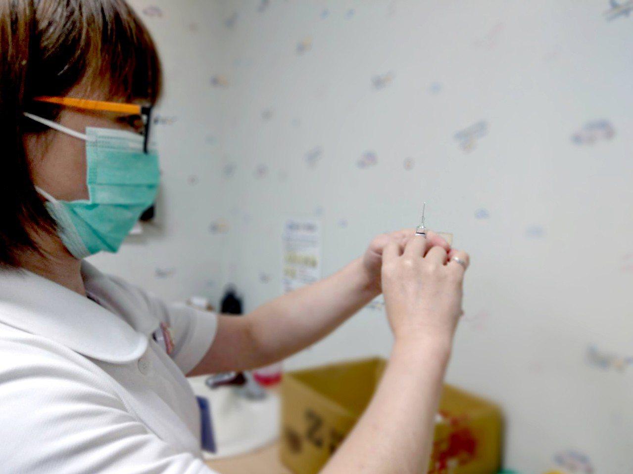 每年冬季是流行性感冒猖獗的季節,儘速施打流感疫苗能有效預防流感侵襲。圖/羅東博愛...