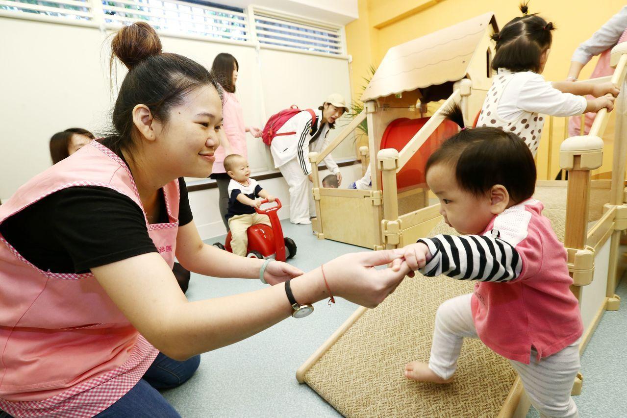八月上路的準公共化托育政策,引發業者反彈,圖為台北一家托育服務中心。 圖/聯合報...
