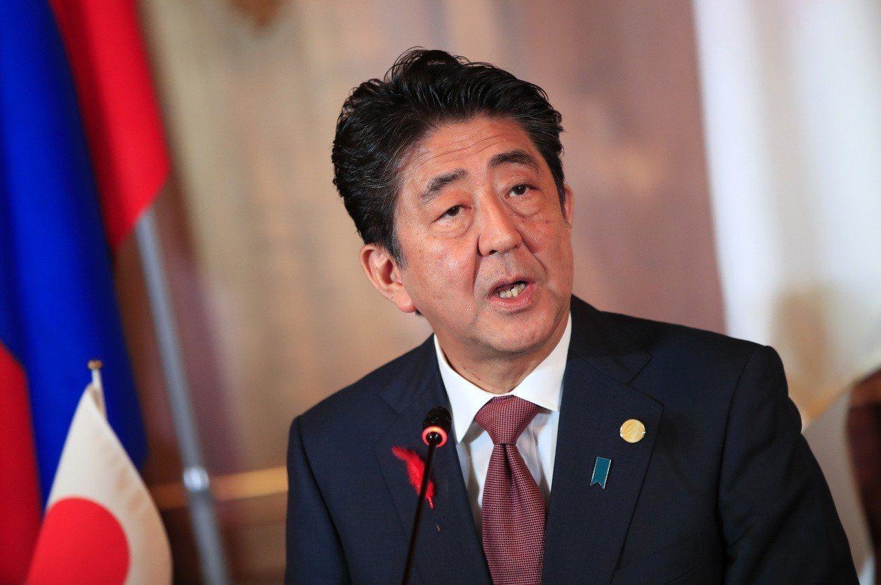 日本首相安倍晉三宣布明年調高消費稅率至10%。 美聯社