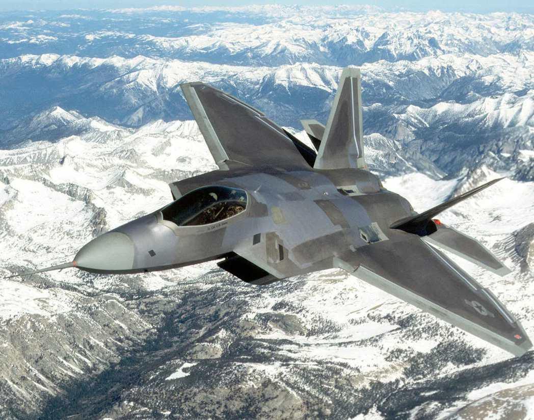 F-22非常精密複雜,飛行一小時就需要數十小時的保養維修。 美聯社