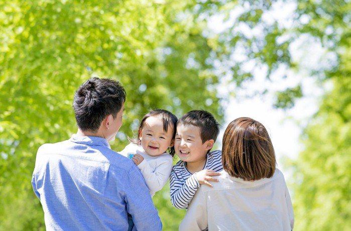 專家建議,一般資產的家庭傳承財富,也可考慮保單。 圖/壽險業提供