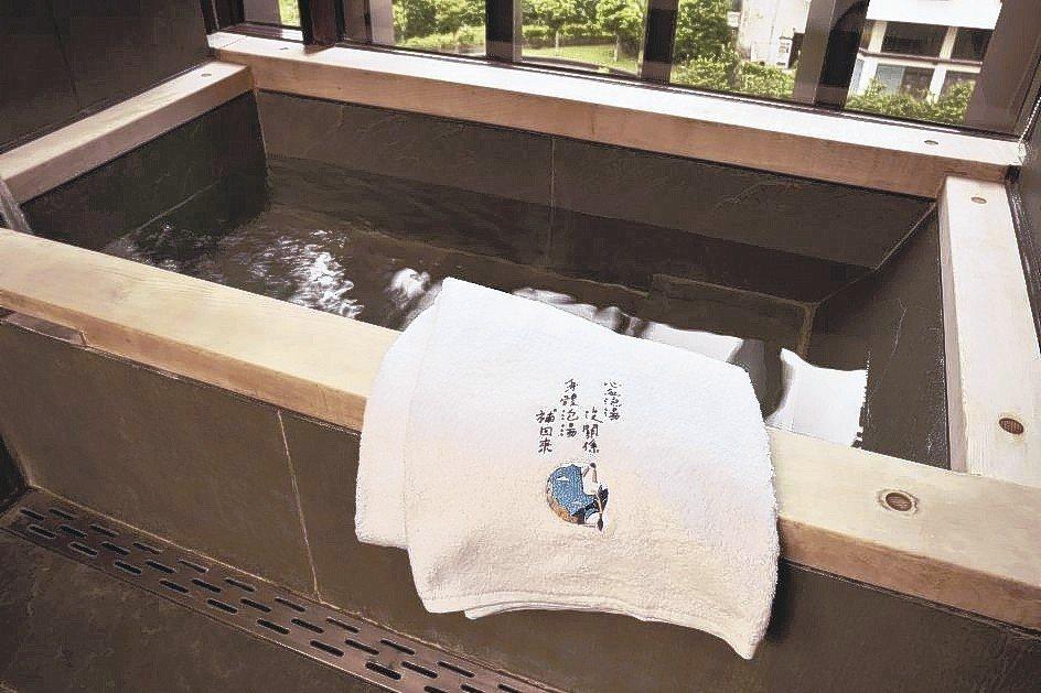 刺繡主題房內的毛巾、浴巾等備品,均繡有不同的任性道理,真實觸摸帶來共鳴。 礁溪老...