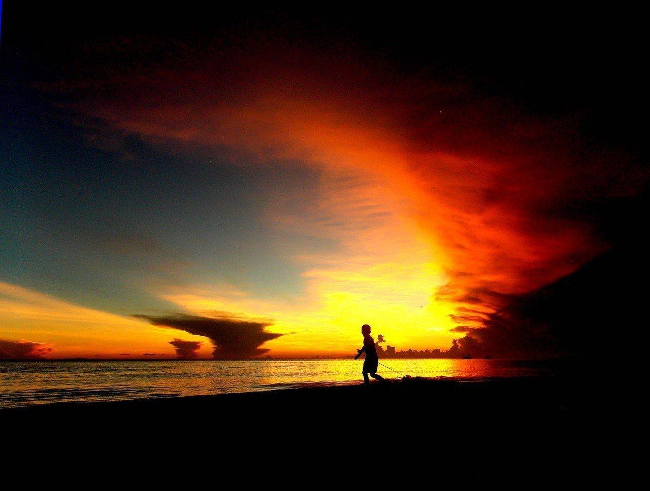 封島6個月的菲律賓旅遊勝地長灘島將於26日起測試開放,圖為長灘島。 歐新社