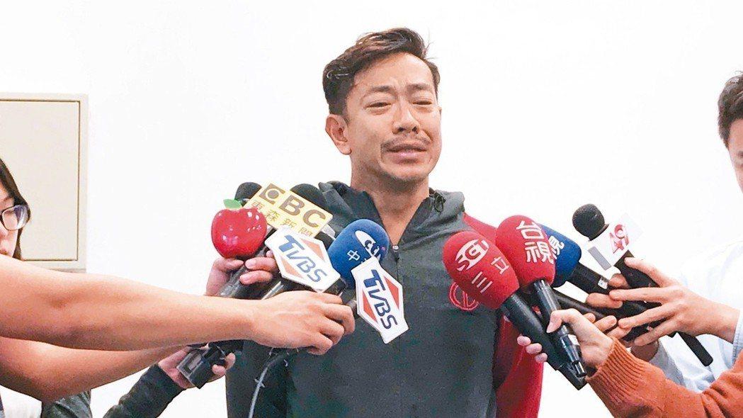 江俊翰日前在記者會上坦承犯錯淚崩。圖/民視提供