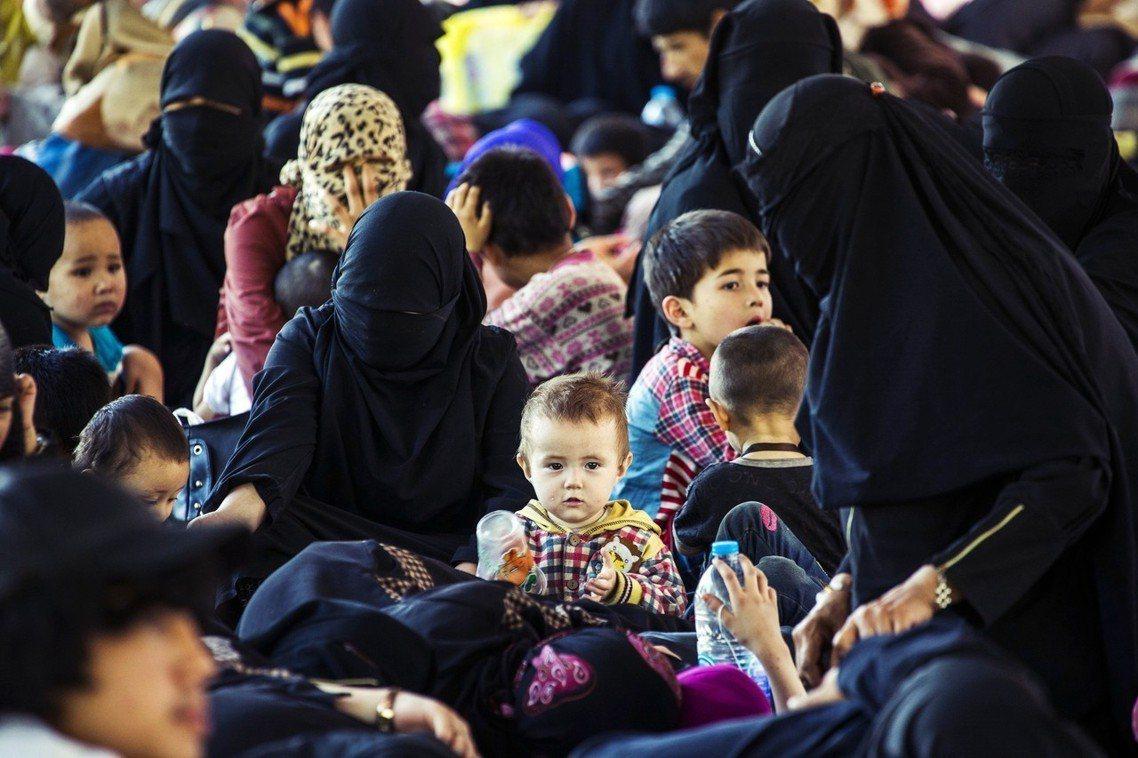 2014年在泰國被捕的數百名維吾爾難民。 圖/路透社