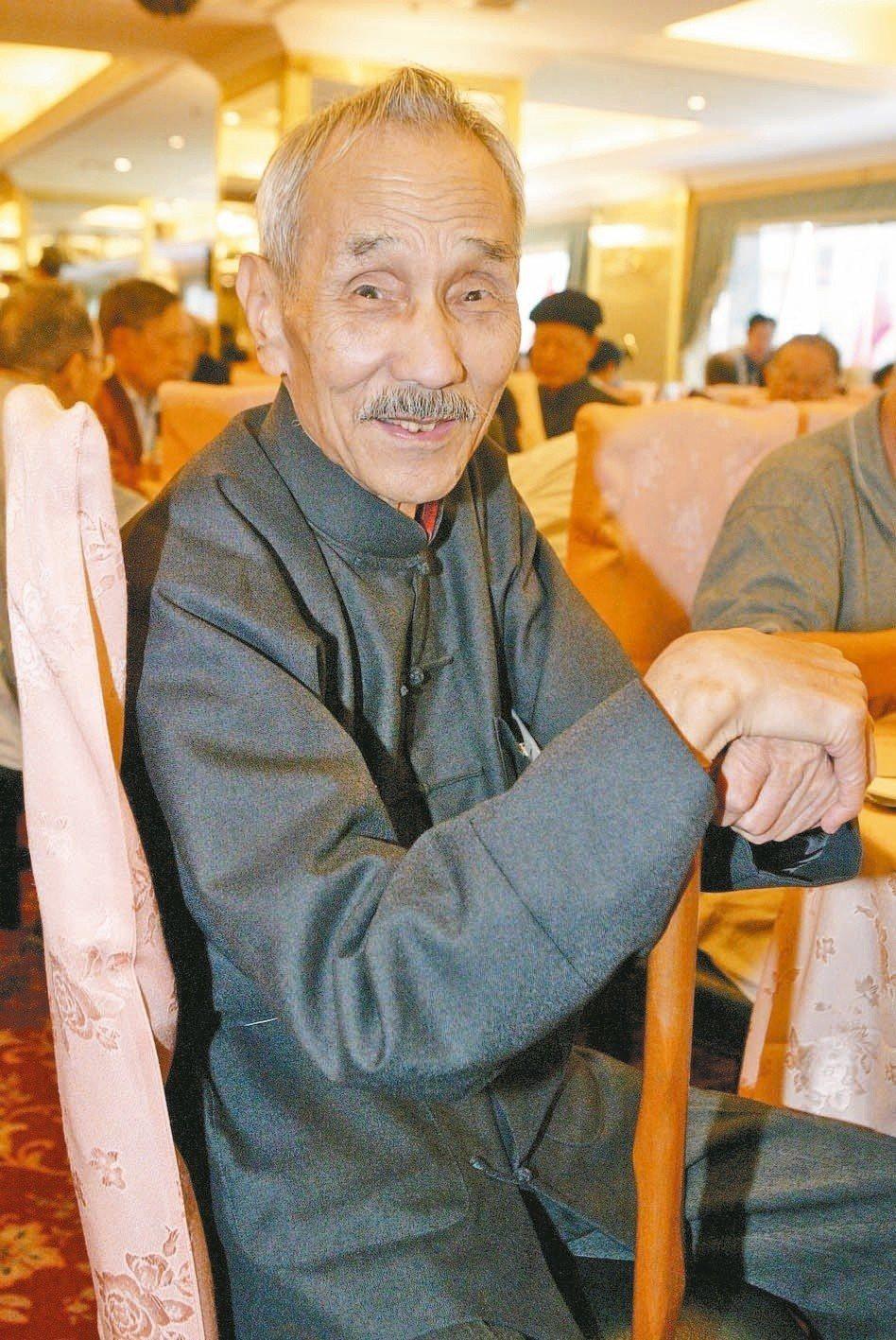 馬各於2004年文訊舉辦重陽敬老活動中的留影。(圖/本報資料照片)