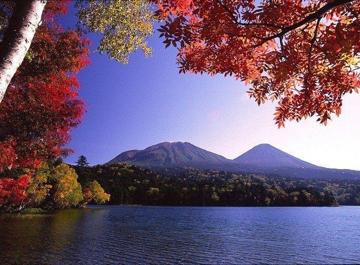 圖/阿寒湖。 kushiro-lakeakan.com