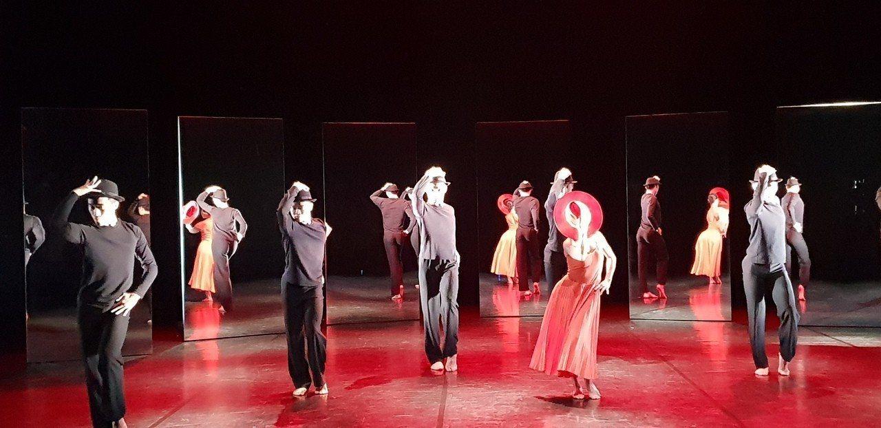 藝文工作者在舞台上光鮮亮麗,但薪資和付出的心力往往不成正比。記者陳宛茜/攝影