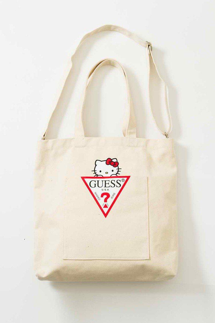 Guess與Hello Kitty聯名系列購物袋,1,490元。圖/Guess提...