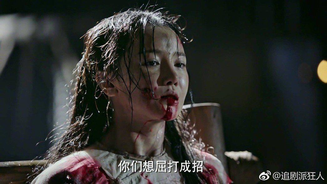 「如懿傳」宮女惢心被嚴刑拷打。圖/摘自微博