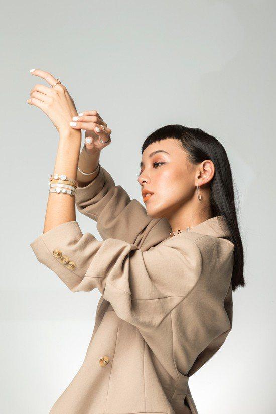 時尚網紅KIWI李函混搭PANDORA全新的Reflexions系列首飾。圖/記...