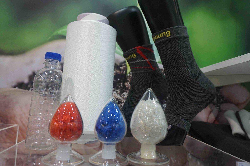 工研院利用共聚酯合成技術製造可耐久性的回收聚酯親水性纖維,,並加入蓄熱保暖元素,...