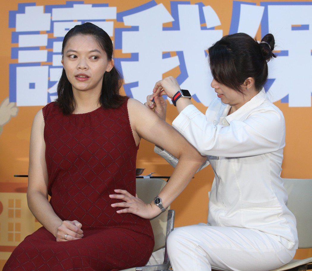本年度流感疫苗已開放接種,孕婦是公費疫苗接種的對象。 記者葉信菉/攝影