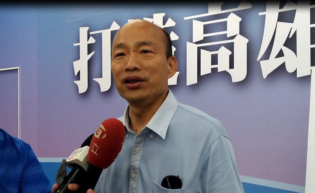 被陳其邁陣營指控有網路暗黑集團,國民黨高市長參選人韓國瑜說,民進黨使出吃奶力氣抹...