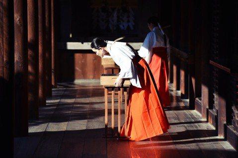 神道教做為日本的固有信仰,有別於俗世的清淨感背後,其實也充滿了一堆俗不可耐、甚至...