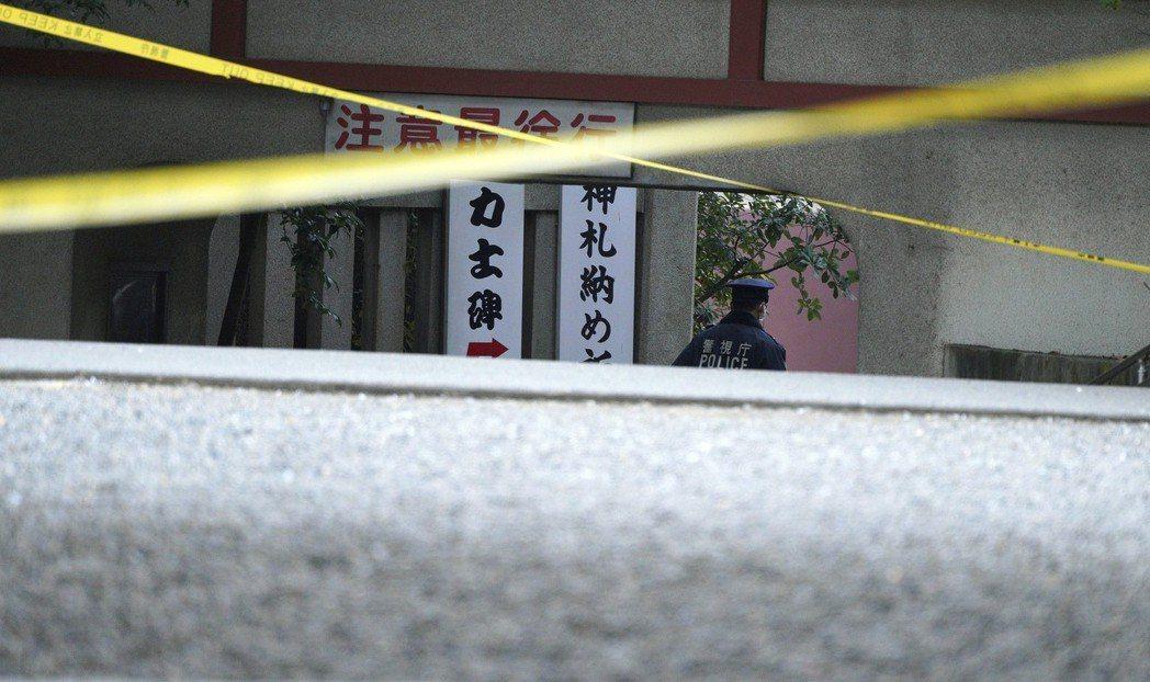 富岡八幡宮因為繼承問題而發生三死一重傷的人倫悲劇,也被輿論指出背後與神社本廳的應...