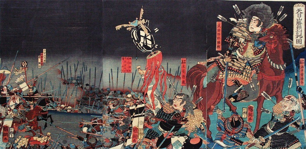 在中世的戰亂期,宮司家族還成為了集合信眾和居民的強力地方力量;擁有諏訪家血統的武...