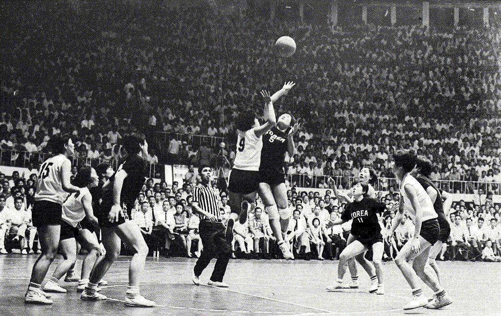 1968年第二屆亞洲杯女籃,中華女籃以31分之差敗北韓國隊。該屆賽事以第三名坐收。 圖/聯合報系資料照
