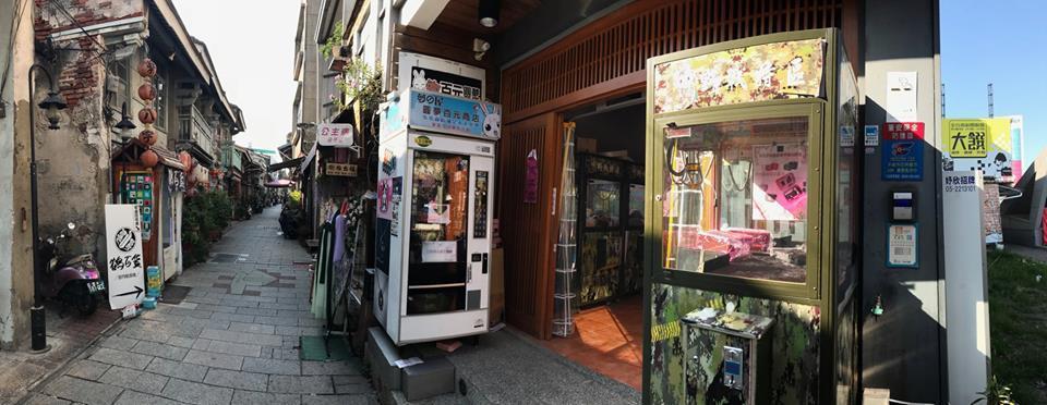 Sway在臉書po文,提到上次經過「台南最美巷子」竟發現一家夾娃娃機店「衝」了出...