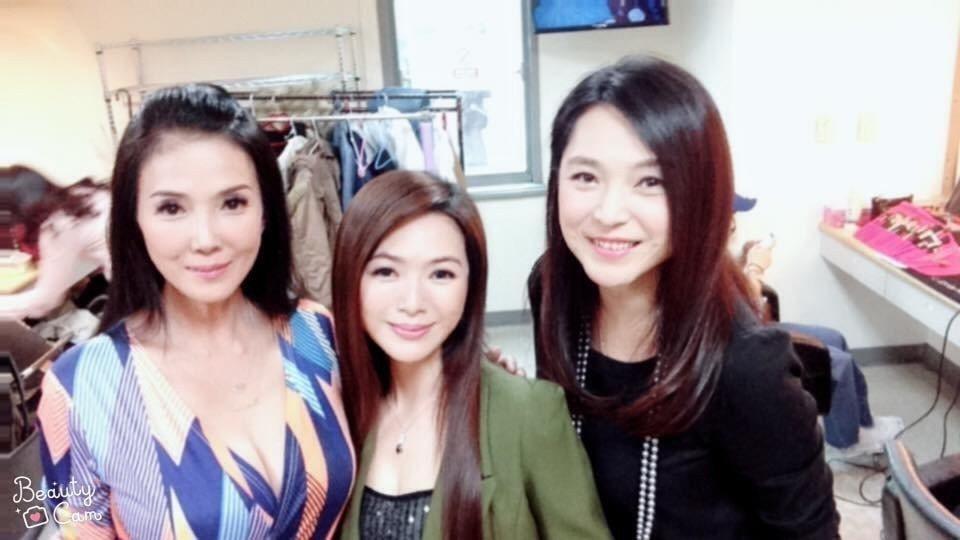 丁國琳(左起)星卉丶張鳳書再合體 圖/摘自臉書