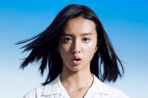 日本知名影星木村拓哉的15歲女兒木村光希(Koki)15日登上全日本74家報紙的全版彩色廣告中。每張廣告略有不同,廣告右上角出現一個平假名與數字,正中央則是木村光希念出該音的照片。若是只看一則廣告的...