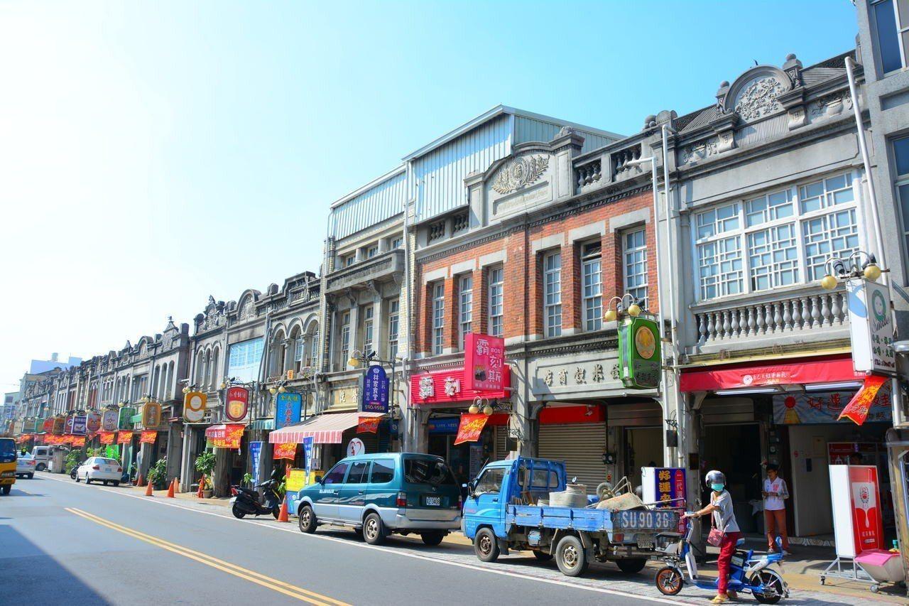 台南市新化老街有80年以上歷史的惠生醫院,傳出將由夾娃娃機店進駐,地方人士錯愕。...
