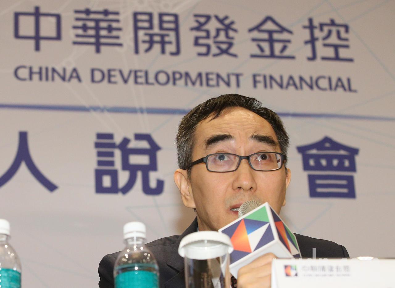 中華開發金控下午舉行下半年法人說明會,會議由開發金控總經理王銘陽(圖)主持。記者...