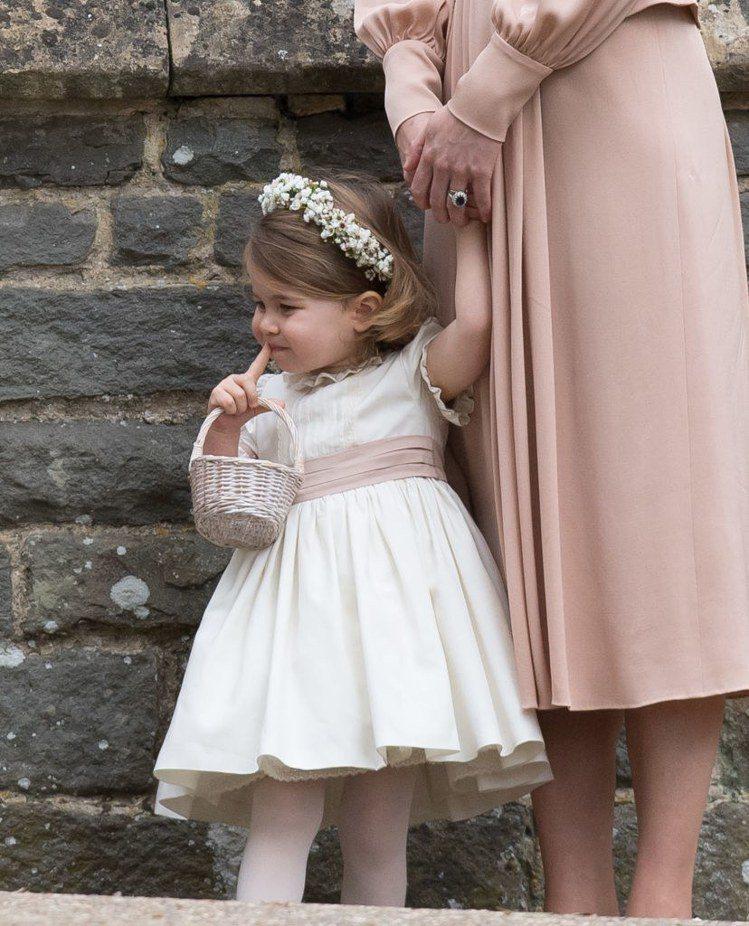 夏綠蒂公主在琵琶密道頓婚禮上擔任花童。圖/擷自instagram