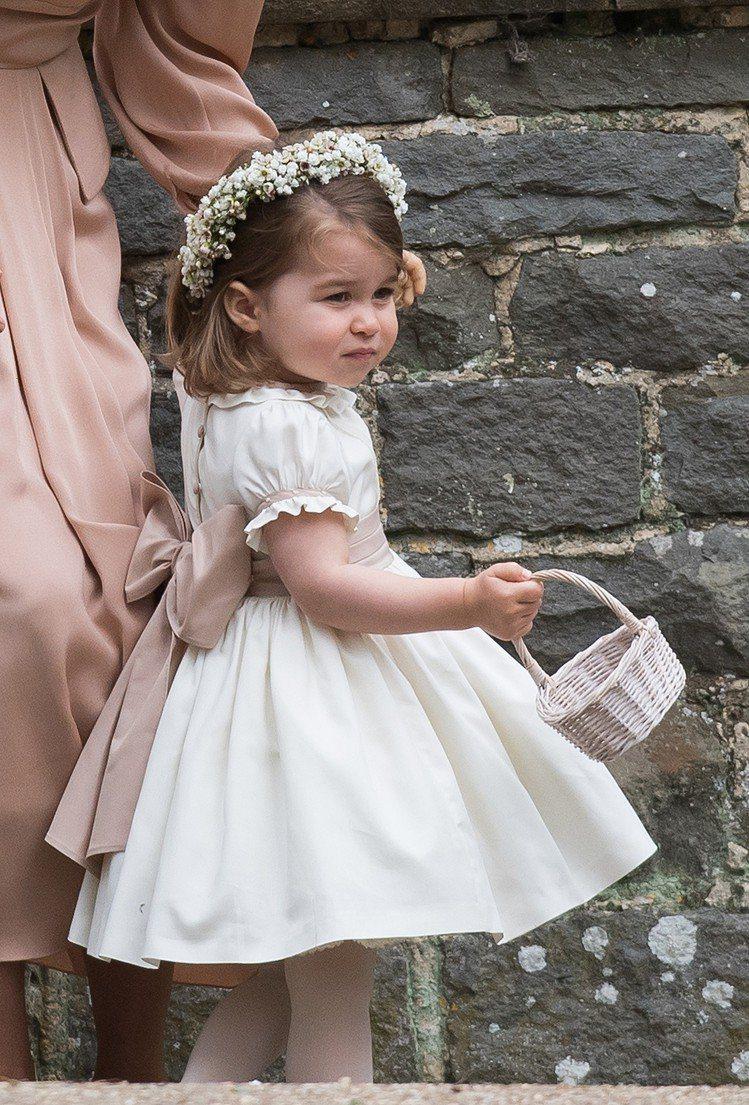 夏綠蒂公主是花童專業戶。圖/摘自newsneednews.com