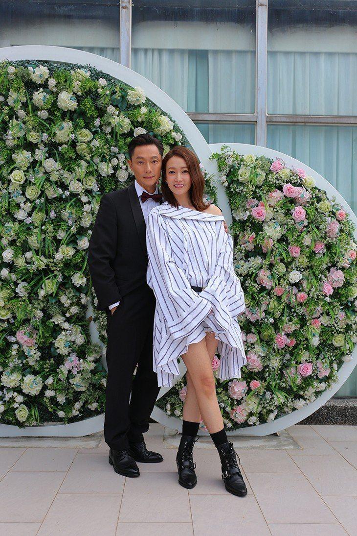 謝祖武(左)讚潘慧如吻功101分。圖/TVBS提供