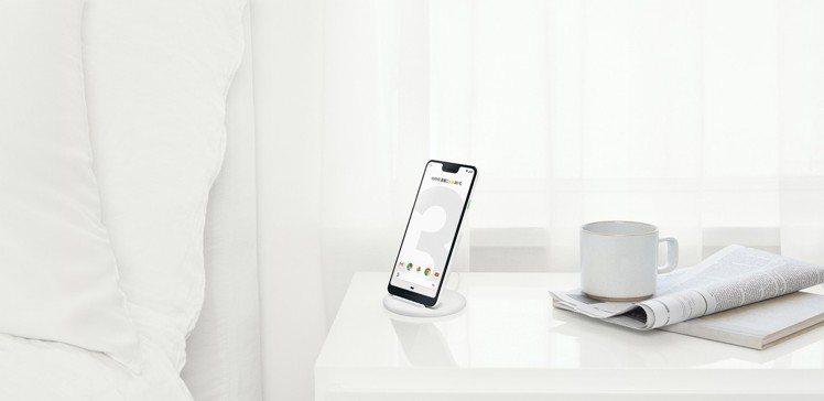 Google Pixel 3系列搭配Pixel Stand無線充電器,可在生活中...