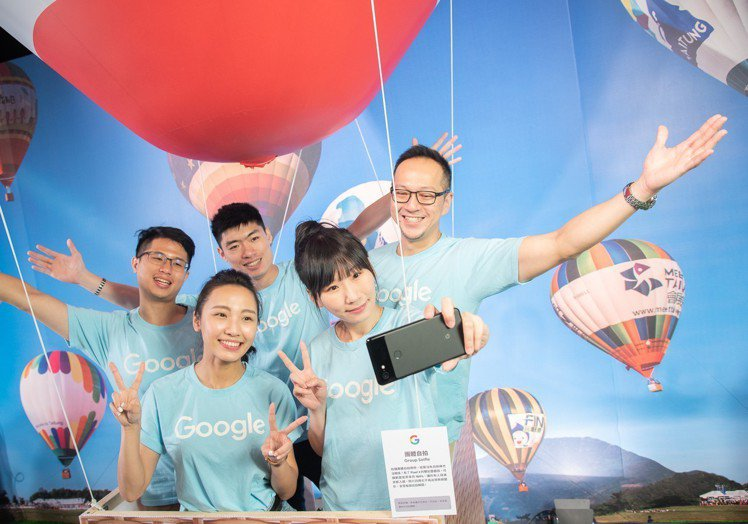Google Pixel 3系列配備800萬畫素雙前鏡頭,「團體自拍」功能可將拍...