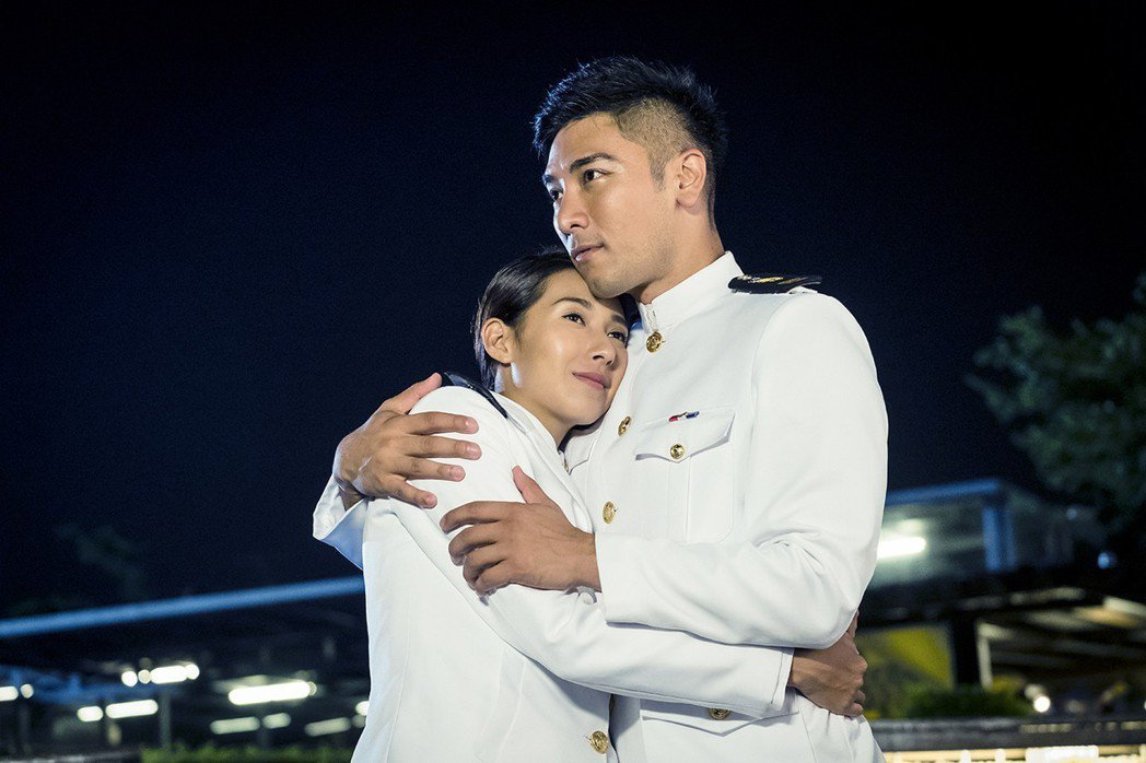 羅平(右)、楊晴在「女兵日記」中終成眷屬。圖/TVBS提供