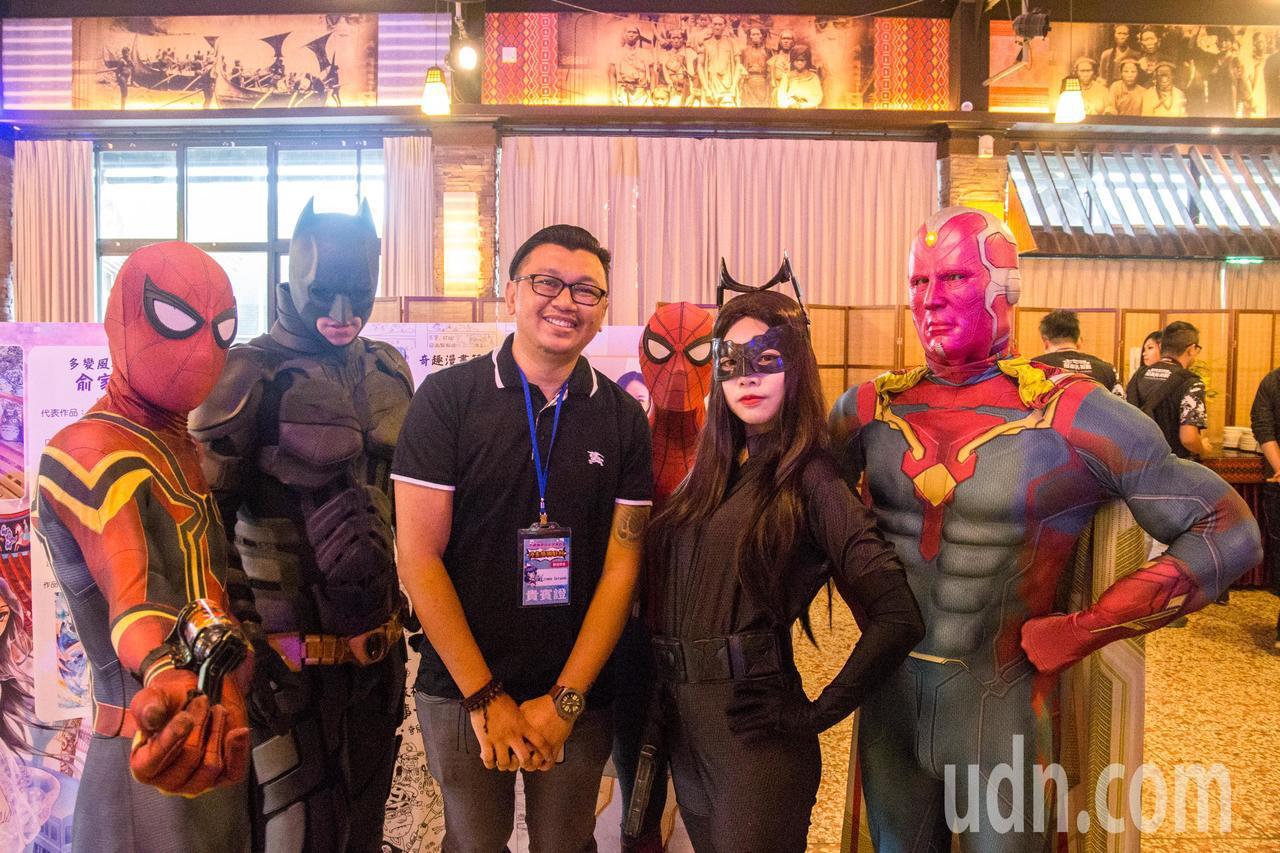 曾擔任蝙蝠俠、X戰警的DC美漫創作者Jimbo Salgado(中)表示,花蓮環...