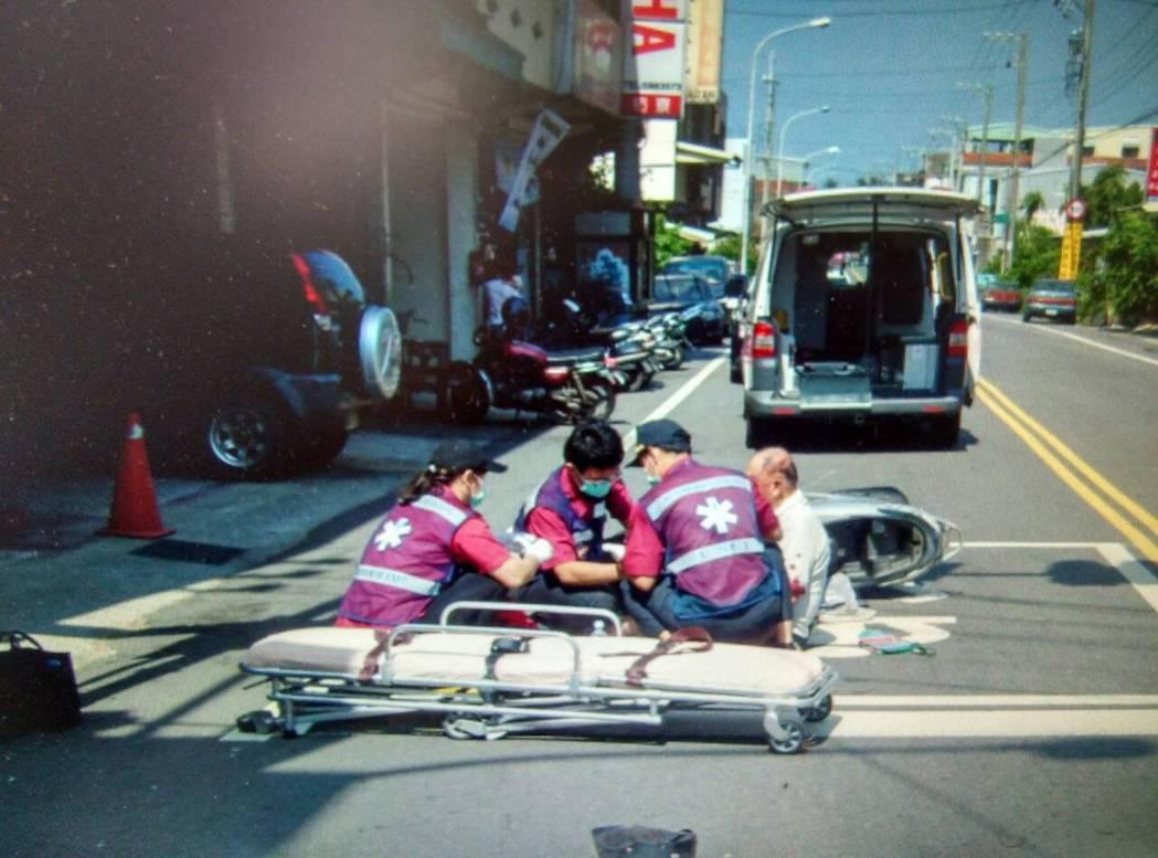 車禍當下若雙方真無意追究,最簡便的方式是,以簡訊文字概述時間地點及受傷與車損狀況...
