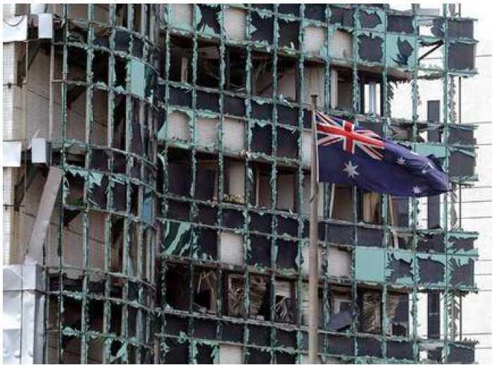 澳洲駐雅加達大使館爆炸事件造成附近建物嚴重損毁。(法新社)