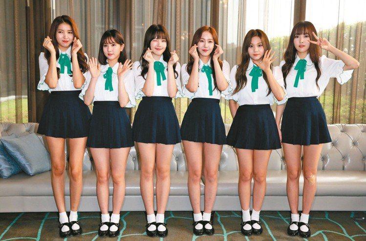 Sowon(左一)身高明顯多出成員們一截。圖/記者林俊良攝影