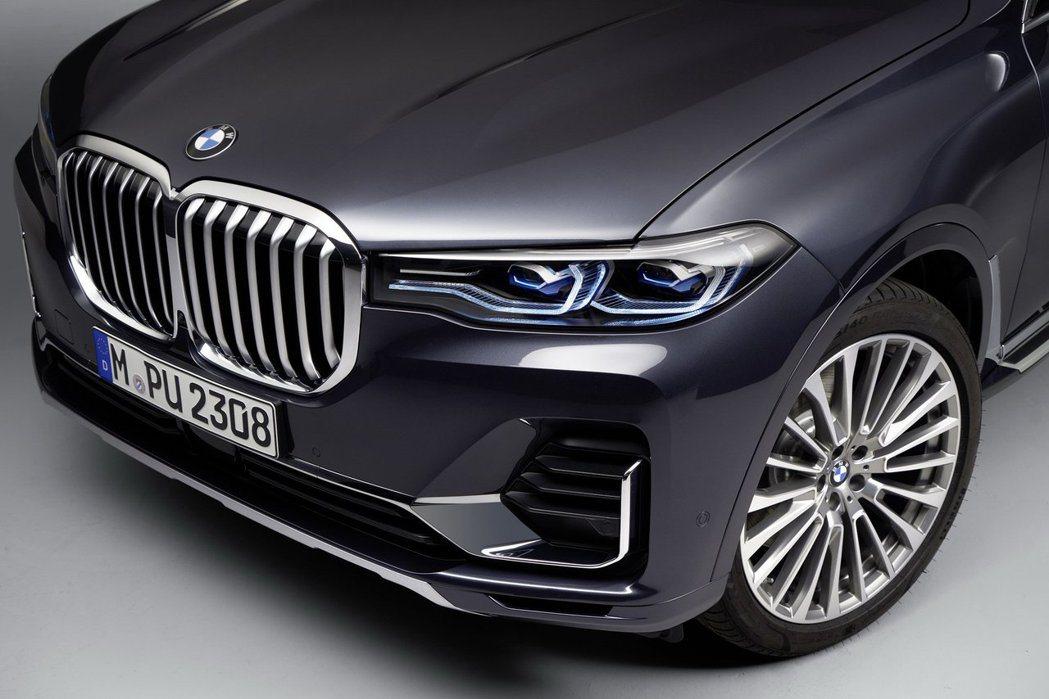 全新BMW X7還能選配雷射頭燈。 摘自BMW