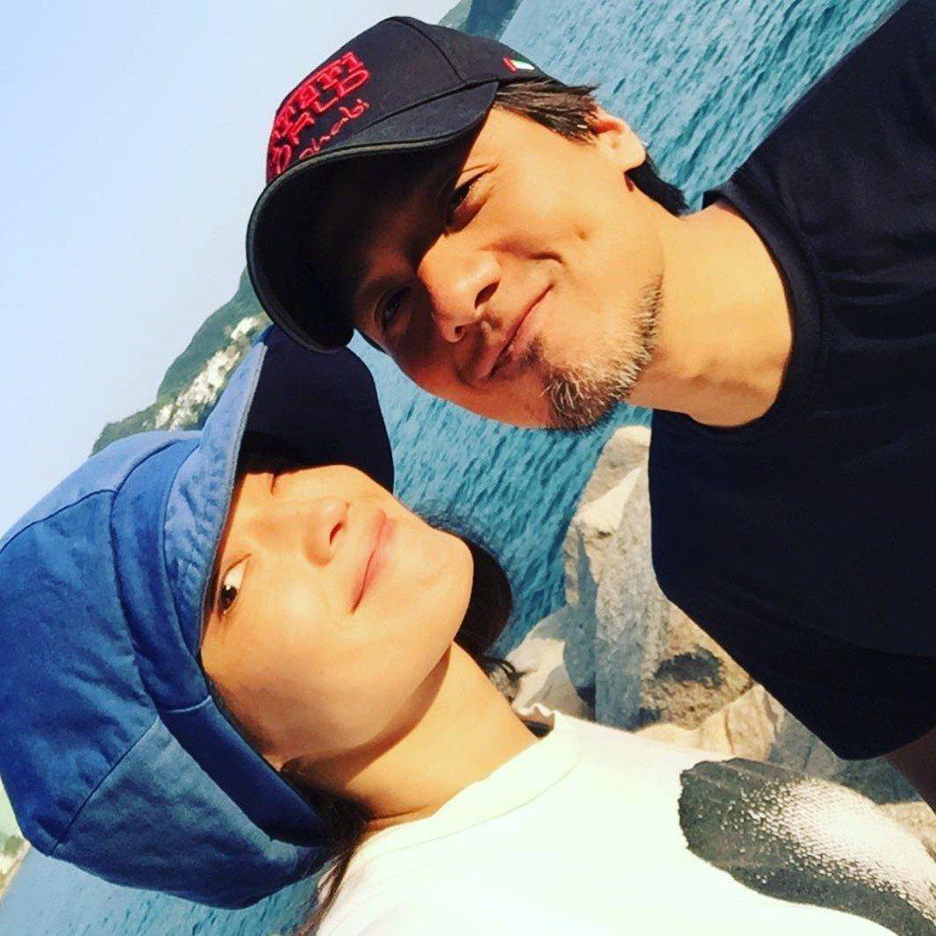 舒淇在宣布結婚的前幾個月,曾曬出與馮德倫的合體照。圖/擷自IG。
