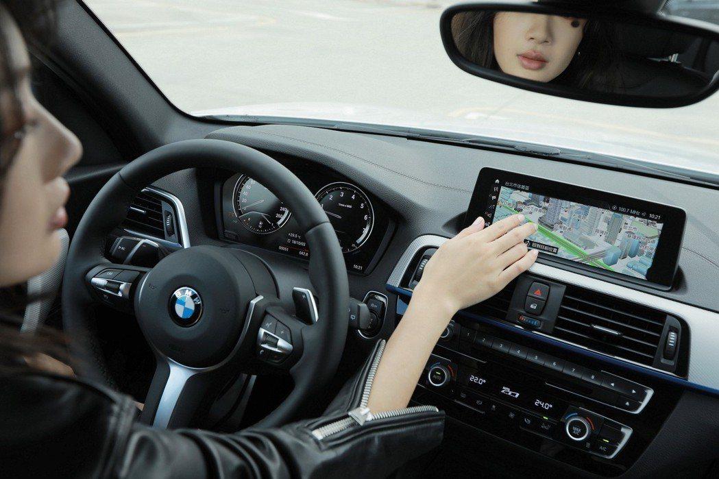 全新BMW 1系列全面升級擁有3D立體圖資的原廠中文智能衛星導航系統及8.8吋全...