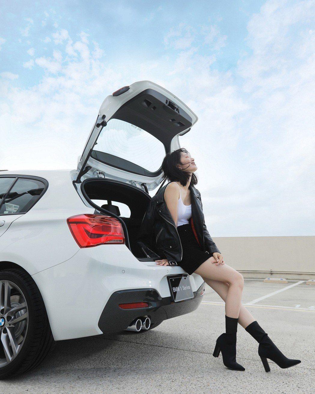 全新BMW 1系列流線的掀背尾門設計令人深深著迷。 圖/汎德提供