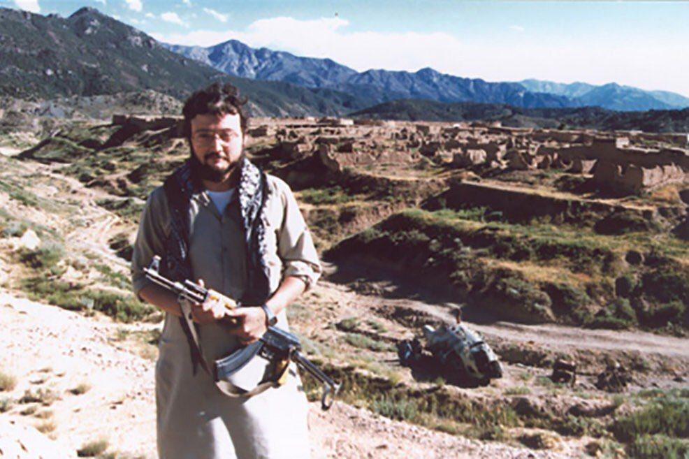 在記者生涯初期,賈邁曾在80年代阿富汗戰爭中,貼身採訪沙烏地的海外「聖戰士」(M...