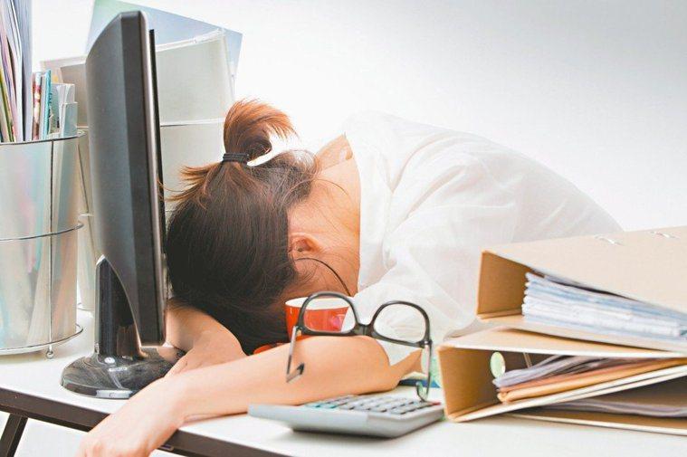 進行生酮飲食可能出現疲勞、便秘等副作用。圖/123RF