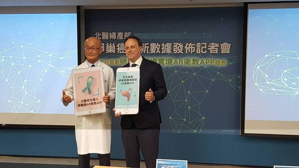 北醫附醫婦產部主任劉偉民(左)與其團隊,分析院內近3年的卵巢癌治療病例,今發表「...